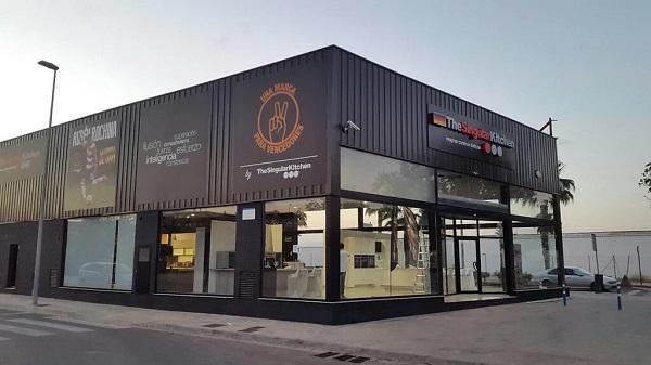 Apertura de la tienda una marca para vencedores by the - Singular kitchen valencia ...
