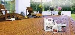 madera impecable en el exterior con aceite bona para tarima y mobiliario de exterior