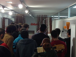 tecnomak recibe en sus instalaciones a alumnos de la escuela salesianos de sarri