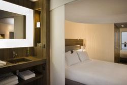 himacs equipa el interior del hotel jules  jim de pars