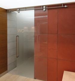 lasser lanza la nueva gama de puertas correderas de mwe