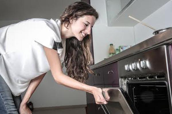 cinco claves de ergonoma para facilitar las tareas y evitar accidentes en la cocina