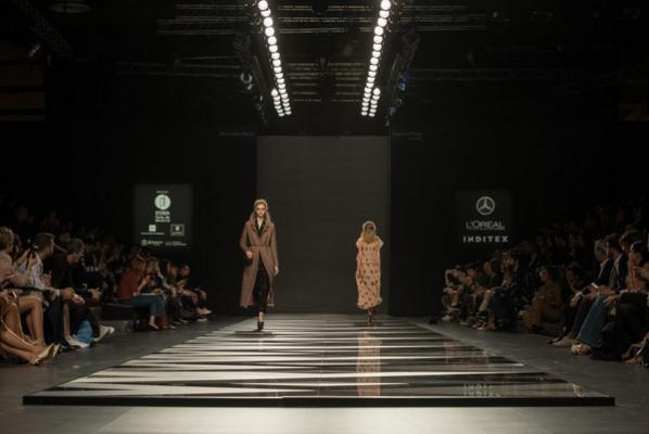 dekton xgloss brilla en la mercedes fashion week de madrid