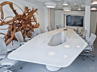 dupont corian en la recepcin y la sala principal de reuniones de la sede de inaugure hospitality