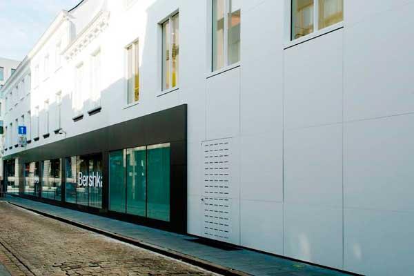una fachada de himacs para bershka en amberes