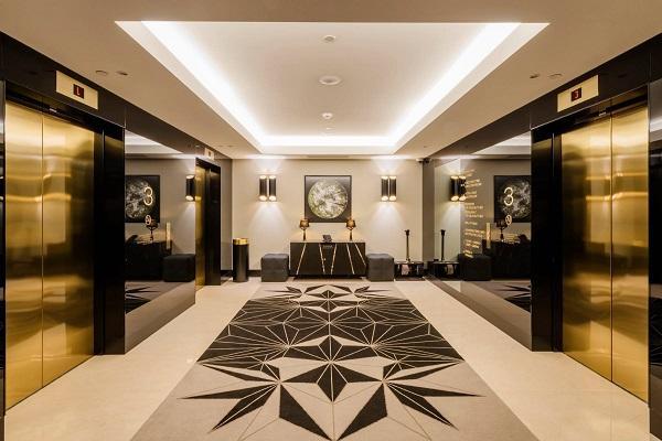 el hotel hilton tallinn iluminado por pujol iluminacion