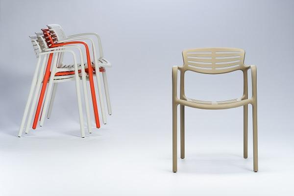 jorge pensi presenta la silla toledo aire para resol en el salone del mobile