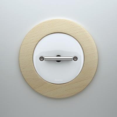 el mecanismo do de font barcelona de porcelana blanca y madera de haya natural