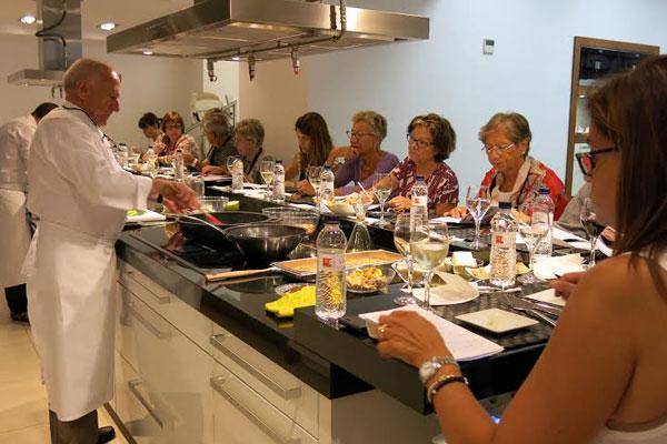 miele center barcelona celebra su taller de cocina solidaria con carles gaig