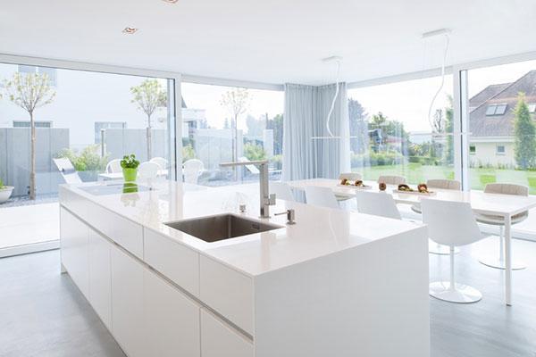 el minimalismo y la funcionalidad de himacs visten una casa en suiza