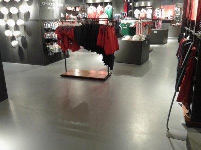 la nueva tienda del athletic club en san mams con pavimentos weber