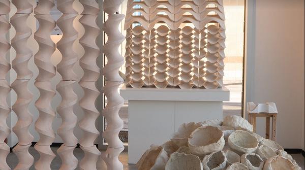el programa de cermica de harvard presenta la exposicin formaciones de material cermico