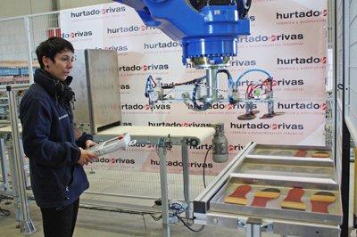 un robot logra realizar mediante visin artificial produccin flexible en lnea para cualquier familia de producto