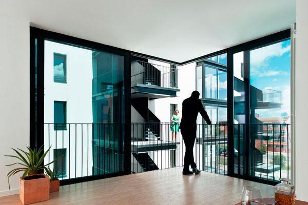 cuando una ventana transforma un sala de estar en una terraza