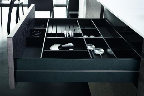 zona cocinas destacar la funcionalidad de los herrajes de grass en espacio cocinasici